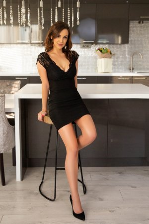 Oanelle happy ending massage in Lincoln IL, escorts